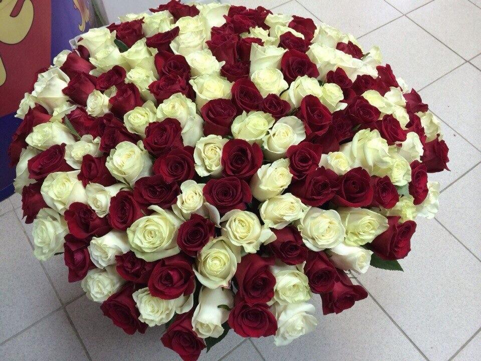 Купить корзину цветов недорого с круглосуточной бесплатной